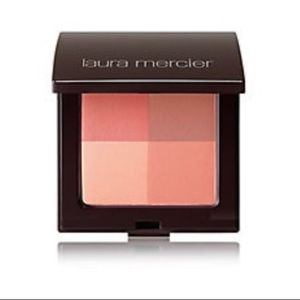 •Laura Mercier• Illuminating Powder Quad Coral Red